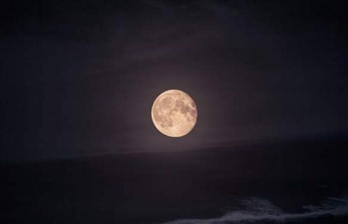 السماء في مايو.. خسوف كلي وظهور القمر الدموي وشهب إتا الدلويات