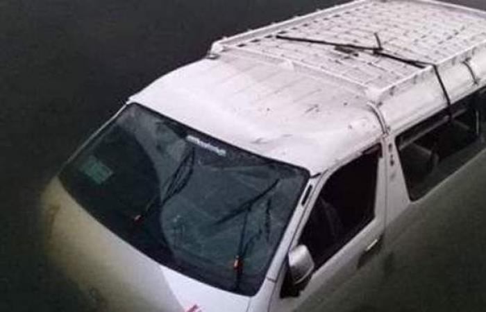 مصرع ٤ مواطنين غرقا إثر سقوط سيارة بترعة في البحيرة