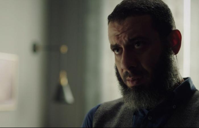 لعبة نيوتن الحلقة 19.. محمد ممدوح يستفتى أحد الشيوخ في حقيقة طلاقه لـ منى زكي