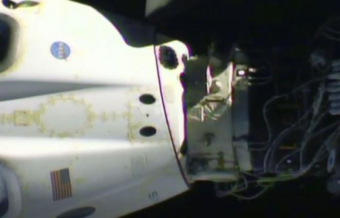 """عودة مركبة تابعة لـ""""سبايس إكس"""" إلى الأرض حاملة أربعة رواد فضاء... فيديو"""