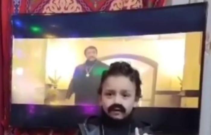 """طفل يقلد أحمد العوضي .. والأخير: والله أنت أجمد من الخديوي نفسه """"فيديو وصور"""""""