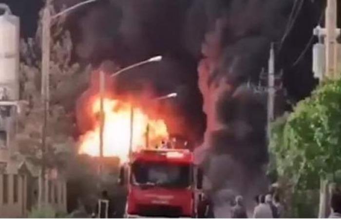 حريق هائل في مصنع للكيماويات بمدينة قم الإيرانية   فيديو