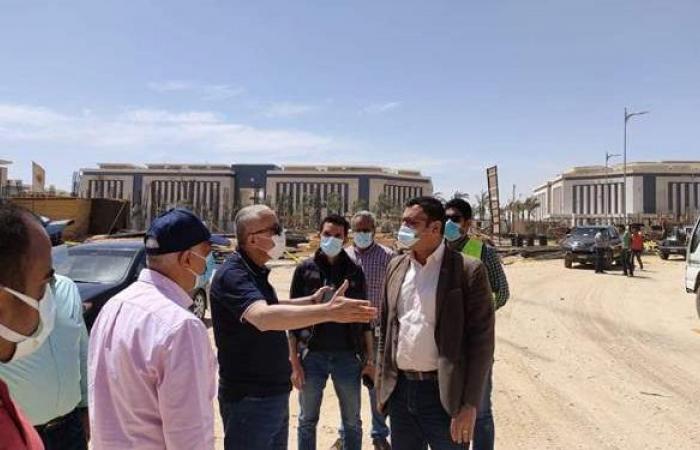 """مسئولو """"الإسكان"""" يتابعون تنفيذ المشروعات بالعاصمة الإدارية الجديدة"""