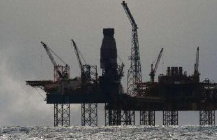 انخفاض أسعار النفط.. وخام برنت يهبط 2 دولار فى البرميل