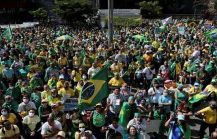 آلاف البرازيليين يتظاهرون تأييدا لبولسونارو رغم الجائحة
