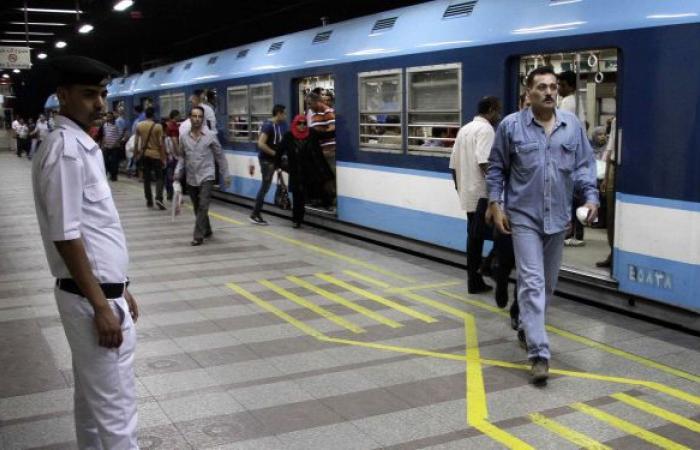 مصر... توقيف شاب خلع ملابسه وردد كلمات غير مفهومة داخل محطة مترو السادات