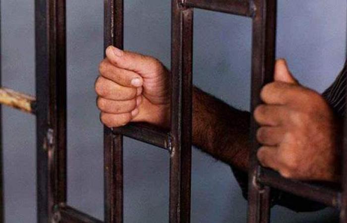 حبس عاطلين بتهمة حيازة أسلحة بيضاء للتشاجر في الأميرية