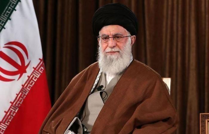 خامنئي ينتقد وزير خارجية إيران بسبب تسجيله المسرب.. وظريف يطلب السماح