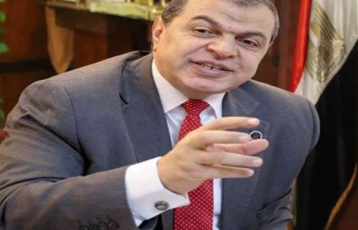 تعيين 426 شاباً وغلق 12 منشأة مخالفة للقانون بدمياط