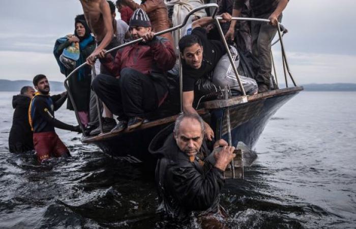 وفاة 4 إثر تحطم قارب يشتبه بأنه لمهاجرين قبالة سان دييغو في أمريكا