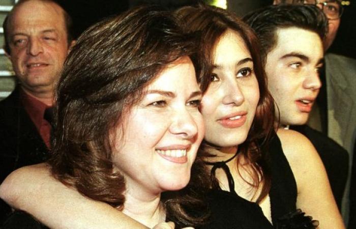 الكشف عن آخر تطورات الحالة الصحية للفنانة دلال عبد العزيز