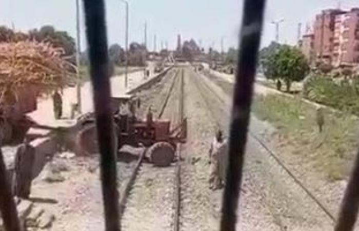 السكة الحديد تكافئ سائق قطار أسوان لمنعه الاصطدام بجرار زراعى