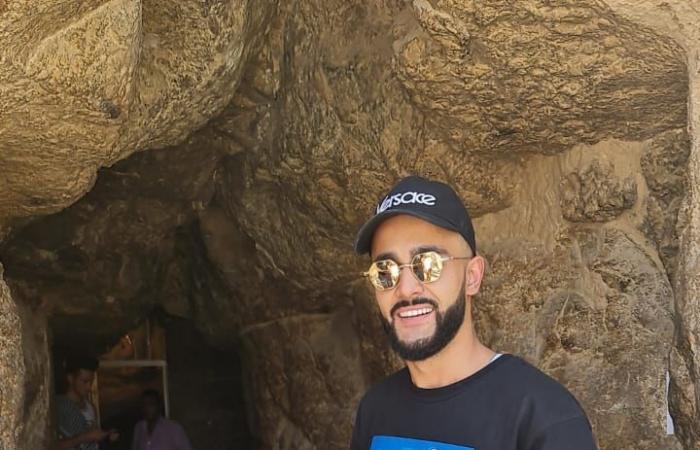 أشهر مدون روسى يزور المتحف المصرى والأهرامات.. صور