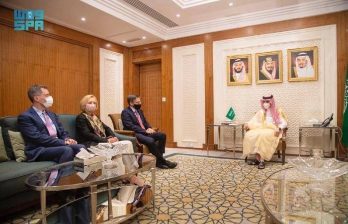 وزير الخارجية السعودي يناقش القضايا الإقليمية والدولية مع مستشار الخارجية الأمريكية