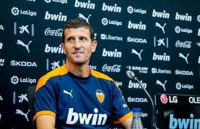 إقالة مدرب فالنسيا بعد الخسارة من برشلونة بالدوري الإسباني