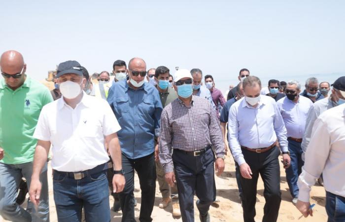 وزير النقل يعلن انتهاء أعمال تطوير ميناء العين السخنة خلال عامين