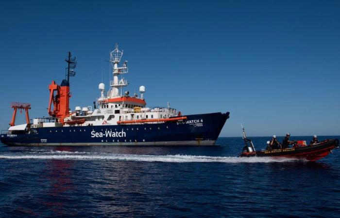 «سي ووتش 4».. السفينة ترسو بصقلية وعلى متنها 450 مهاجرًا