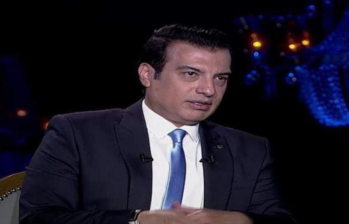 إيهاب توفيق: مطرب زارني ورمالي عمل والبيت اتقلب سواد والخير اختفى   فيديو