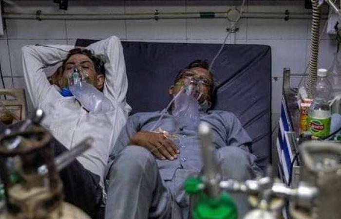 أرقام مرعبة لليوم الـ 12.. الهند تسجل حصيلة قياسية في إصابات ووفيات كورونا اليومية