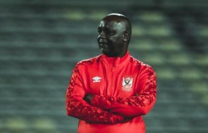 موسيماني يشرح للاعبيه خطة مباراة المحلة بمران الأهلي