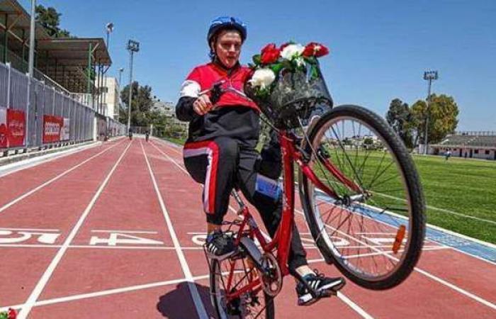 """""""تنفس بعمق"""".. مبادرة رياضية لتعليم فتيات غزة قيادة الدراجات الهوائية"""