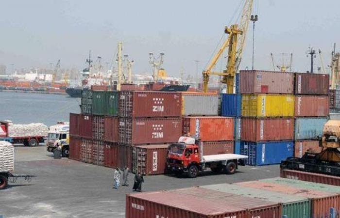 انتظام حركة الملاحة وتداول البضائع بميناء الإسكندرية