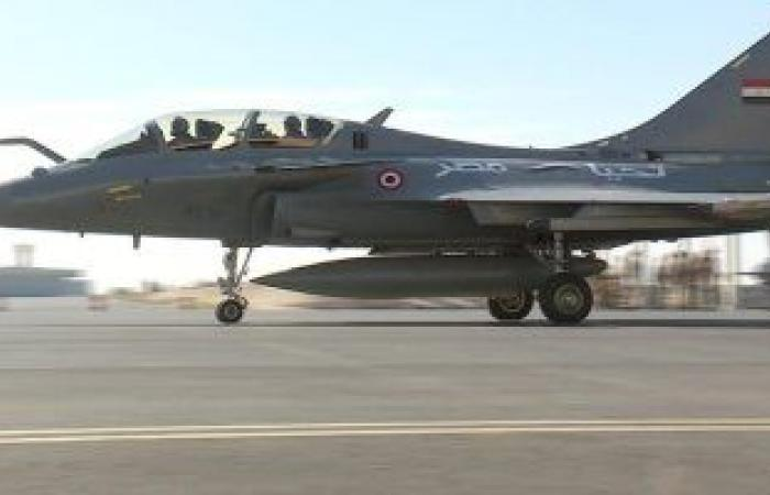 مصر وفرنسا توقعان عقد توريد 30 طائرة طراز رافال.. صور
