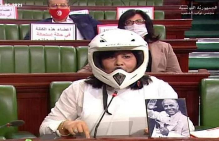 عبير موسي تدخل البرلمان التونسى بسترة واقية من الرصاص وتثير جدلا.. فيديو