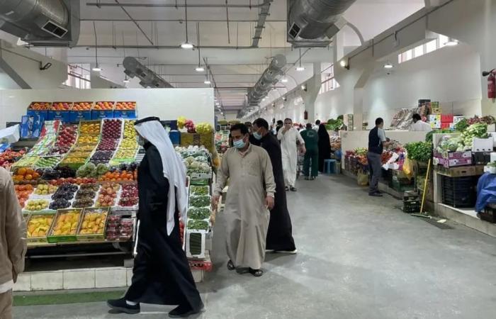 «أم زياد».. صور توثق المقر الجديد لبائعة الخضار بسوق الدمام المركزي