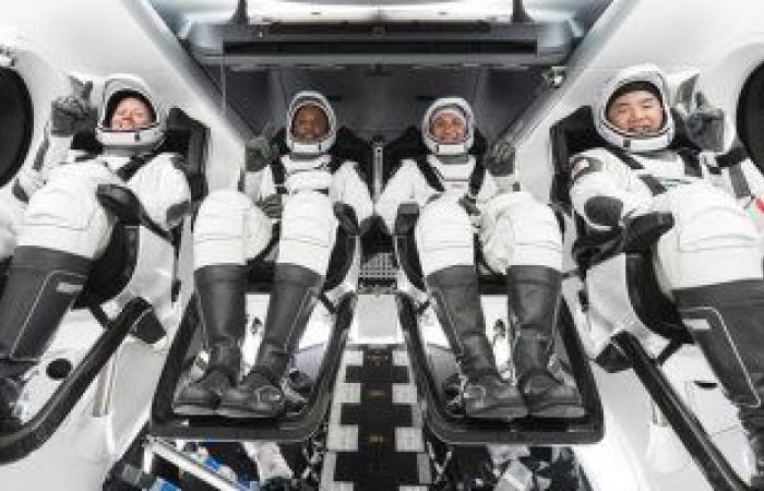رواد الفضاء يحصدون الخضار فى محطة الفضاء الدولية