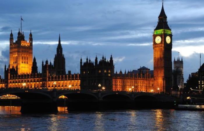 بيع سراويل الملكة فيكتوريا في بريطانيا لإنقاذ المتحف من الإفلاس.. صور