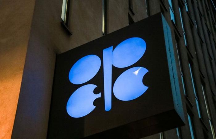 ارتفاع أسعار النفط قبيل اجتماع «أوبك+».. و«برنت» يتخطى 70 دولارا للبرميل