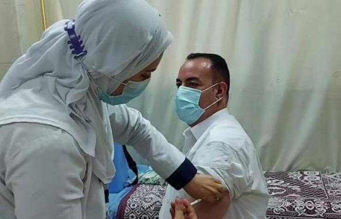 تطعيم أعضاء هيئة التدريس والعاملين بجامعة بنها بلقاح كورونا