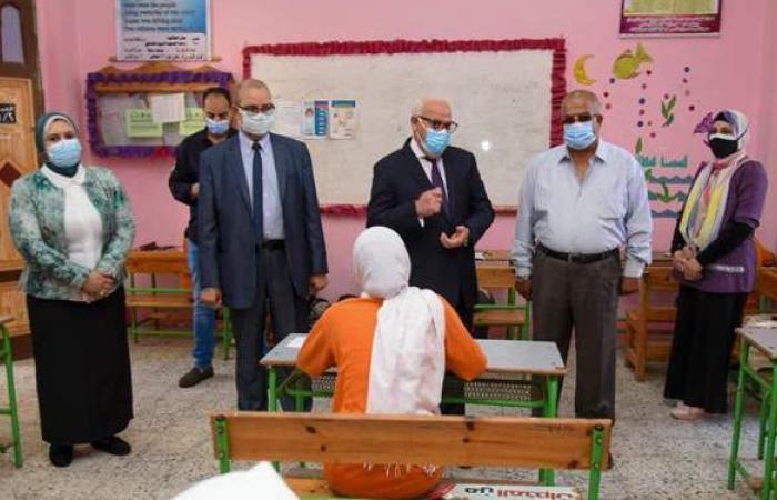 محافظ بورسعيد يتفقد لجان امتحانات الشهادة الإعدادية في أول أيامها   صور