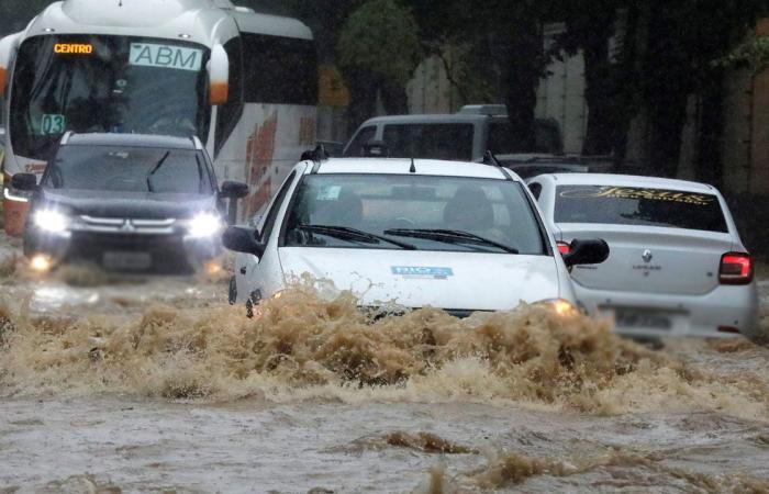 البرازيل.. فيضانات واسعة النطاق بعد ارتفاع قياسي لمناسيب المياه بأنهار الأمازون