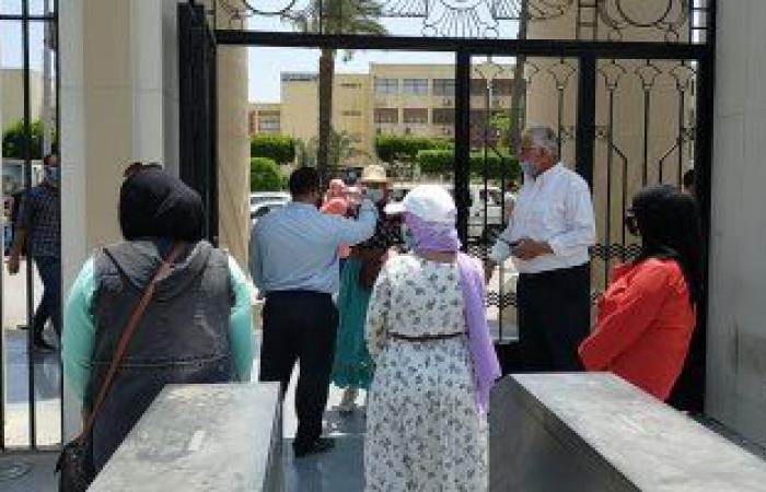 تجارة عين شمس تحذر الطلاب من خلع الكمامة بلجان الامتحانات واصطحاب الموبايل