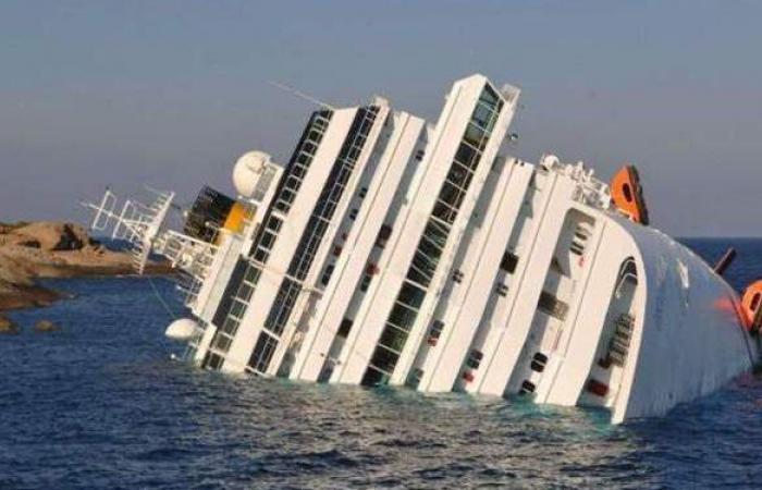 تفاصيل جديدة بحادثة غرق سفينة خدمات بترولية بالبحر الأحمر