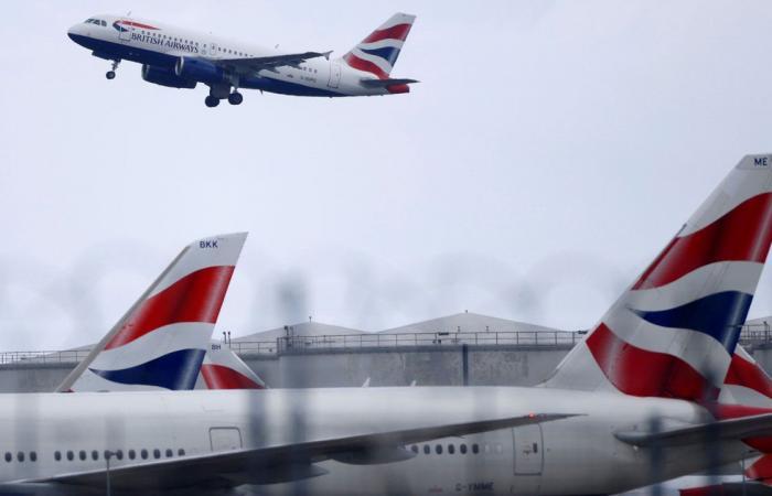 بعد توقف دام لـ6 أشهر.. عودة الرحلات الجوية بين روسيا وبريطانيا