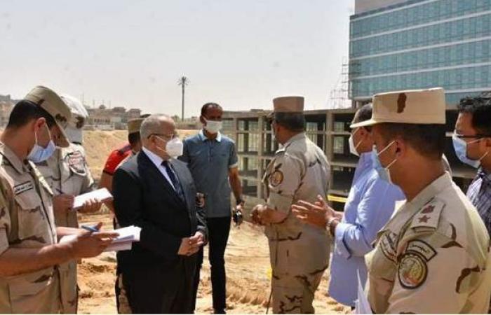 رئيس الهيئة الهندسية للقوات المسلحة والخشت يتفقدان المعهد القومي للأورام الجديد