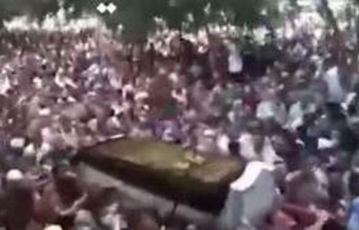 جنازة مهيبة للشيخ عبد الله عزب بمسقط رأسه بالقليوبية | فيديو