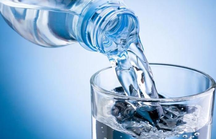 هذا ما يحدث لجسمك عند تناول كوب مياه على معدة فارغة