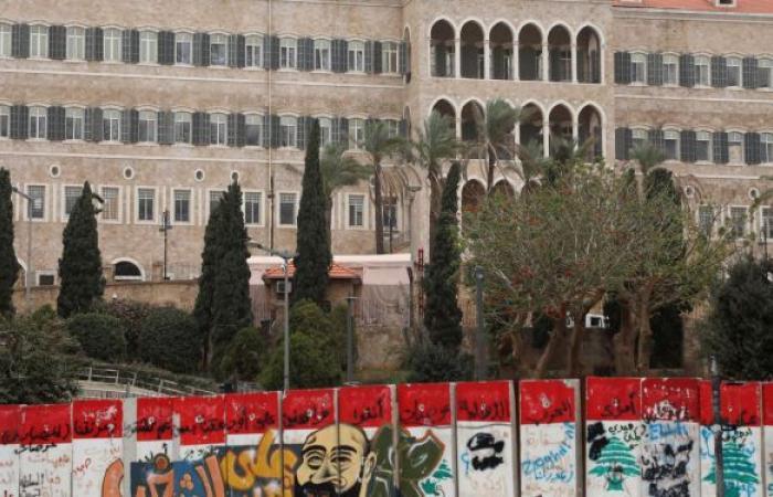 صحيفة تكشف أحد السيناريوهات المطروحة لحل الأزمة الحكومية اللبنانية
