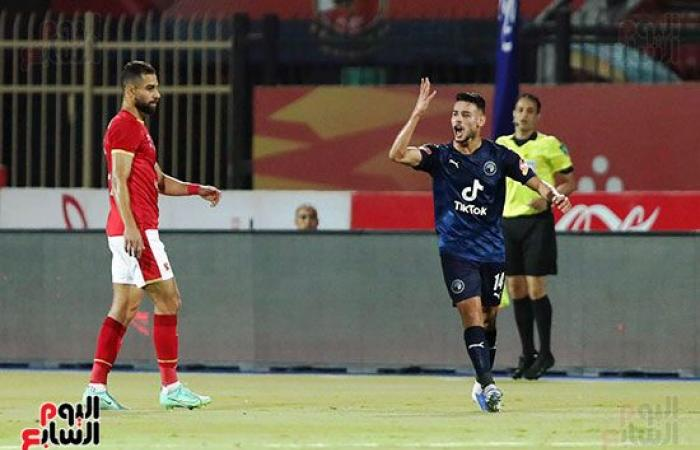 جماهير الأهلى تهاجم رمضان صبحى أثناء خروجه من الملعب..وحضور البدرى