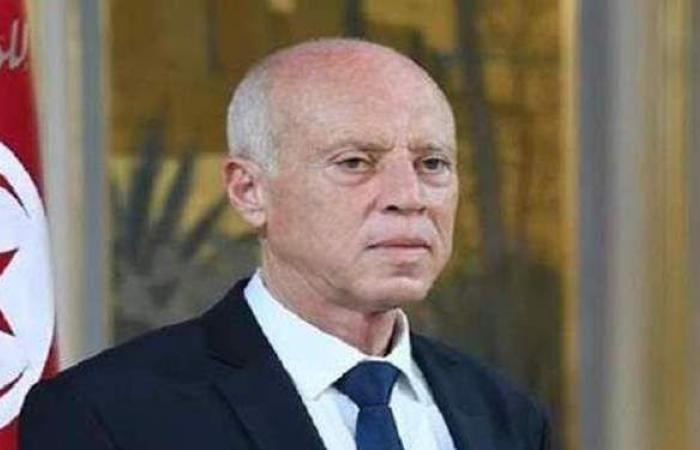 عمرو أديب بعد قرارات قيس سعيد ضد الإخوان: الرئيس التونسي في خطر