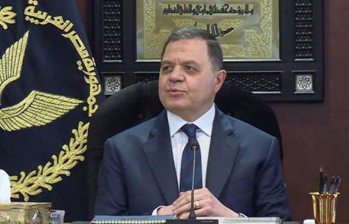وزير الداخلية يعتمد حركة تنقلات الشرطة 2021