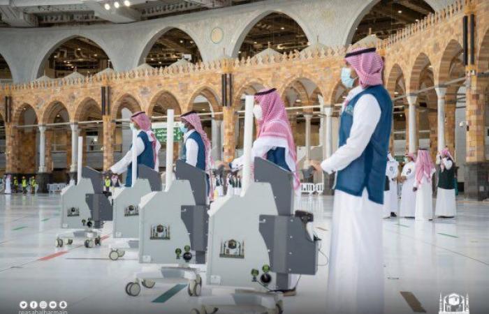رئاسة شئون الحرمين تكشف كواليس تعقيم وتطهير المسجد الحرام على مدار الساعة