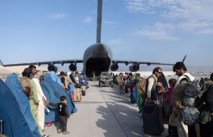 """إعلام: """"طالبان"""" تسيطر على مطار كابول بعد رحيل القوات الأمريكية.. فيديو"""