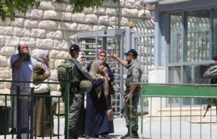 قوات الاحتلال الإسرائيلى تعتقل فلسطينياً من حي الشيخ جرّاح
