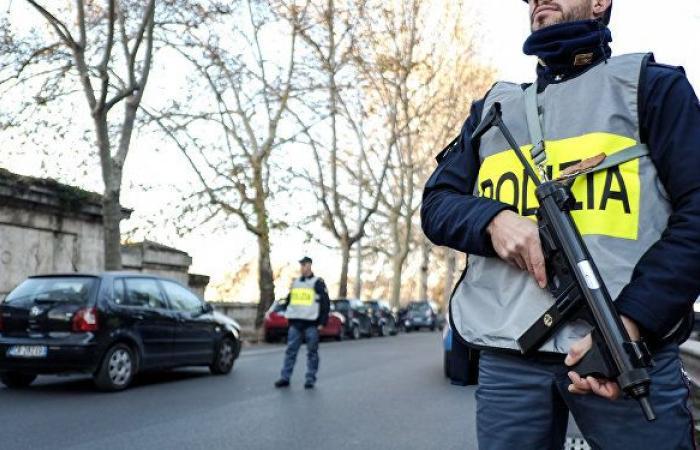 إصابة 8 إثر تبادل لإطلاق النار في إيطاليا