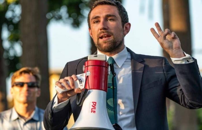 نجم يوتيوب شاب يرشح نفسه لمنصب حاكم ولاية كاليفورنيا